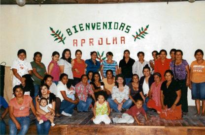 vrouwen en kinderen van eerlijke koffiecoöperatie aprolma