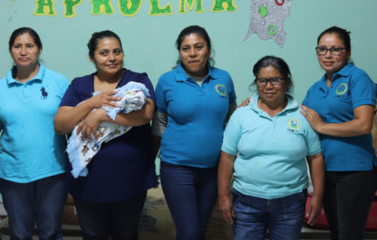 vrouwen van vrij en feministisch koffiebedrijf Aprolma